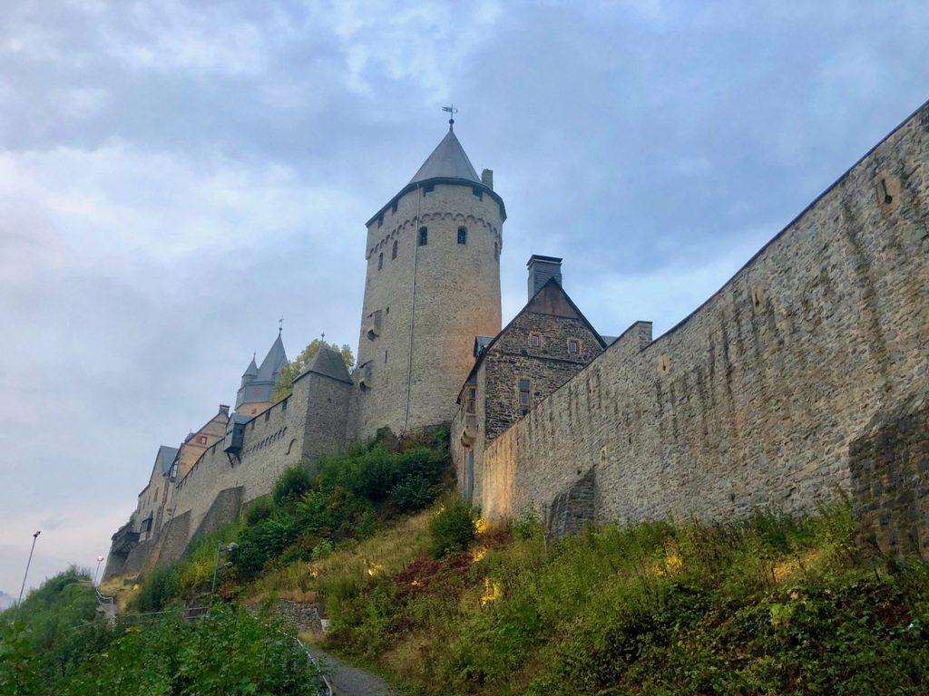 Blick hinauf zur Burg Altena