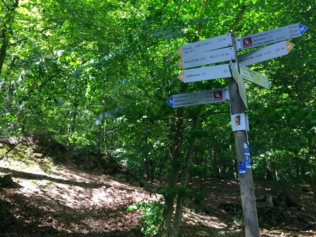 Rheinburgenweg und andere Wanderstrecken am Rhein