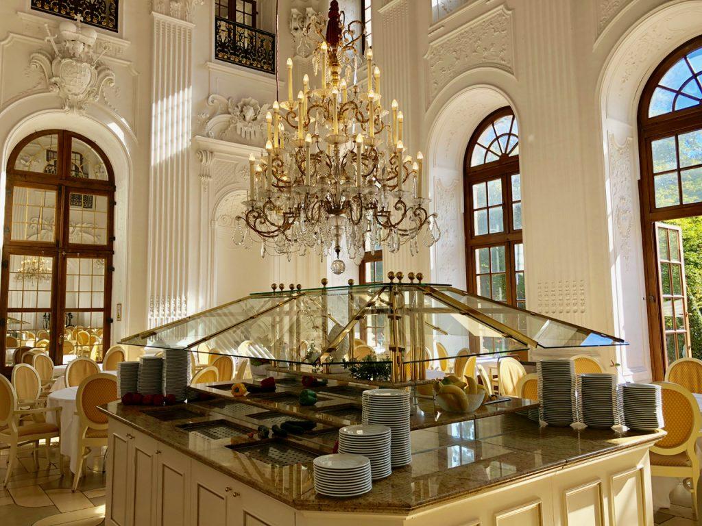 Apollo Saal Maritim Hotel Familien-Lunch-Buffet