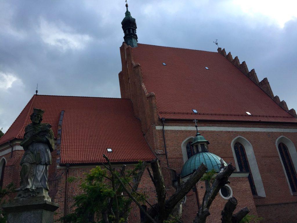 Heiligenfigur vor der Kathedrale Bromberg
