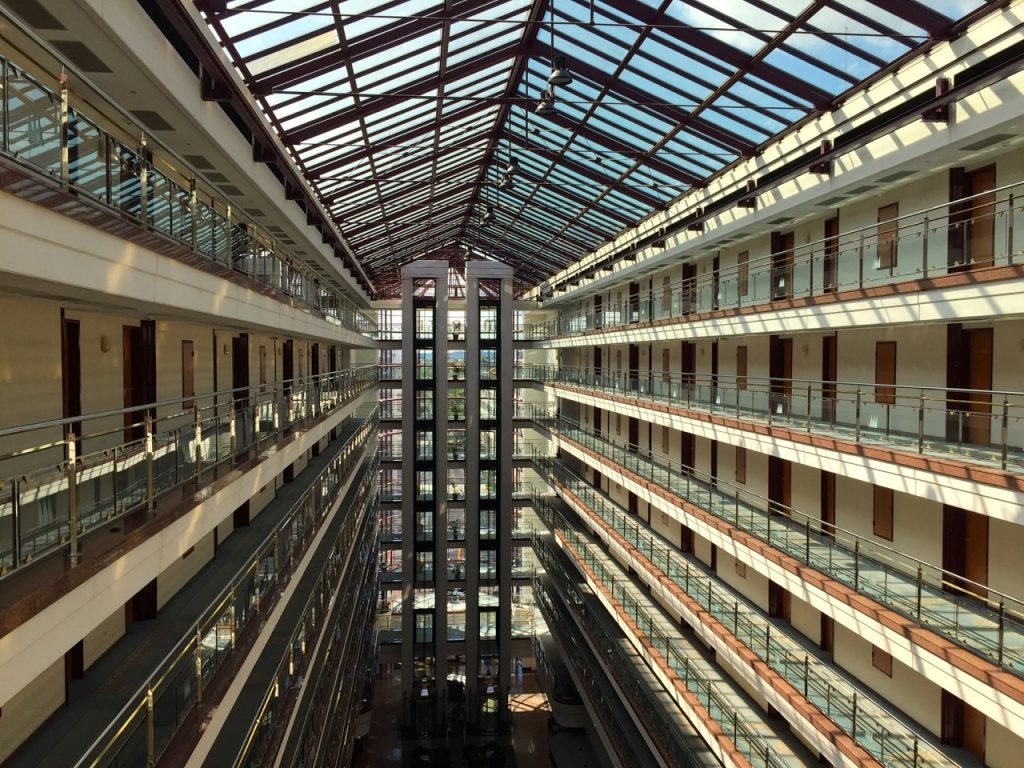 Maritim Hotel Magdeburg erinnert an ein Kreuzfahrtschiff