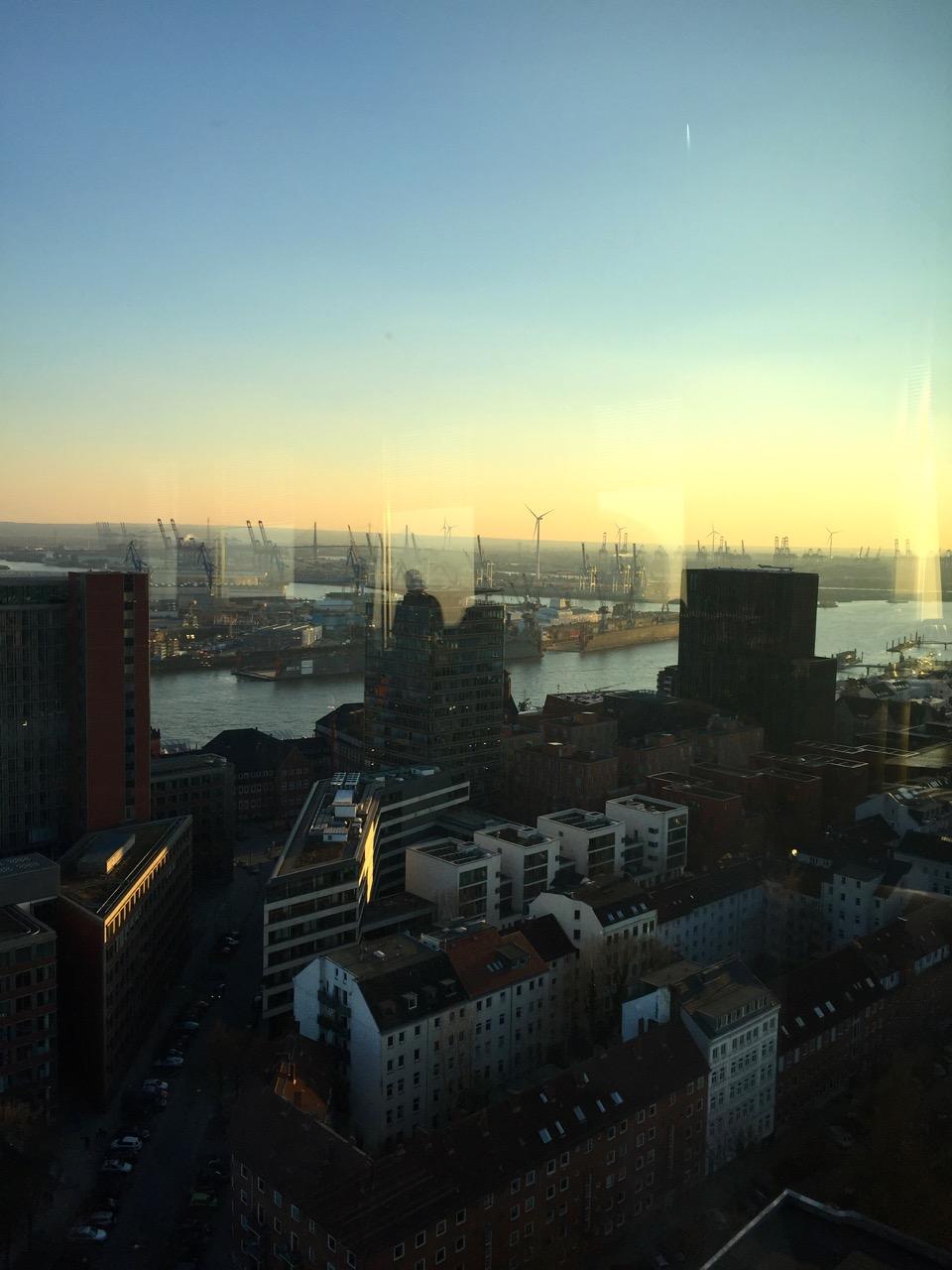 Blick aus den tanzenden Türmen Hamburg über die Reeperbahn