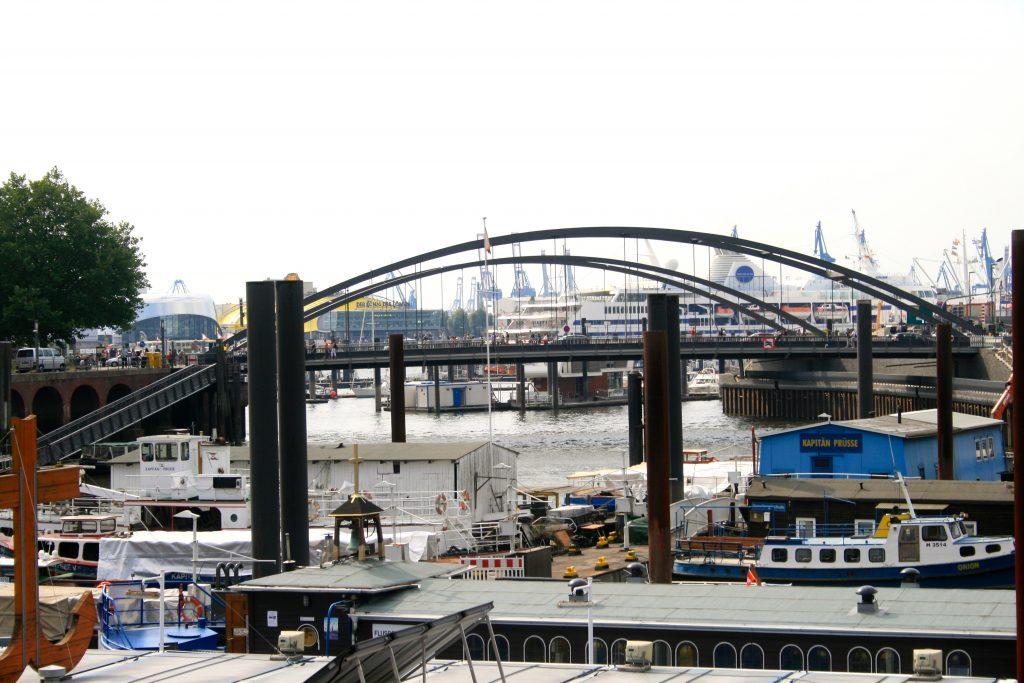 Hafen Hamburg gegenüber ist die Altstadt Hamburg - Escape Game Hamburg Altstadt