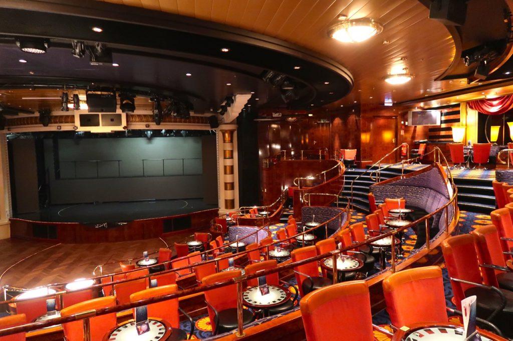 Color Line Theatersaal auf dem Kreuzfahrtfaehrschiff