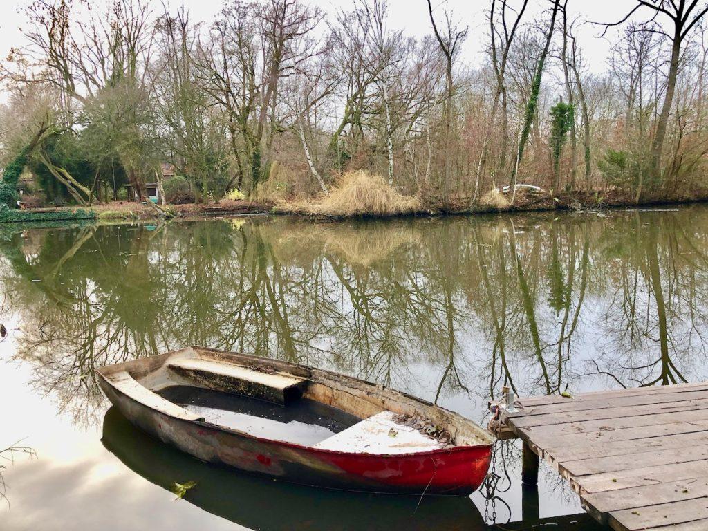gruener Ring an der Dove Elbe
