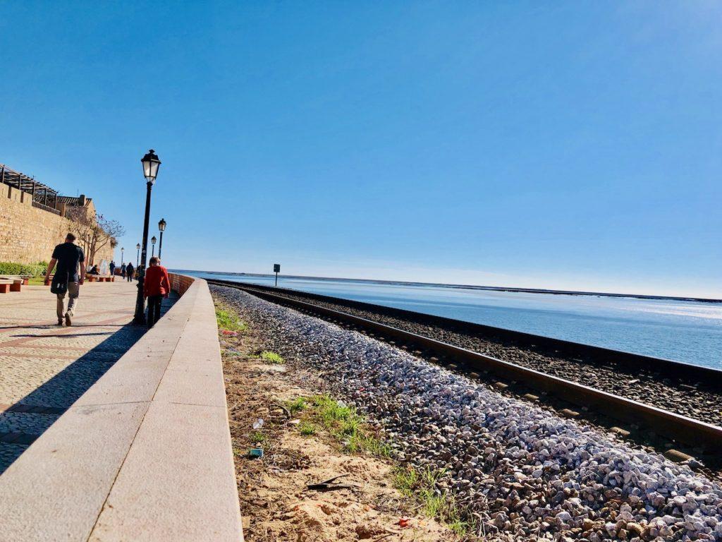 Faro Hafen mit Bahnlinie