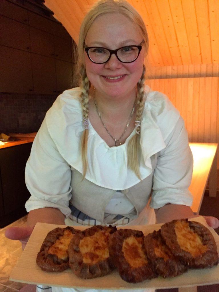 Piroggen Bäckerin in Finnland am Saiima See