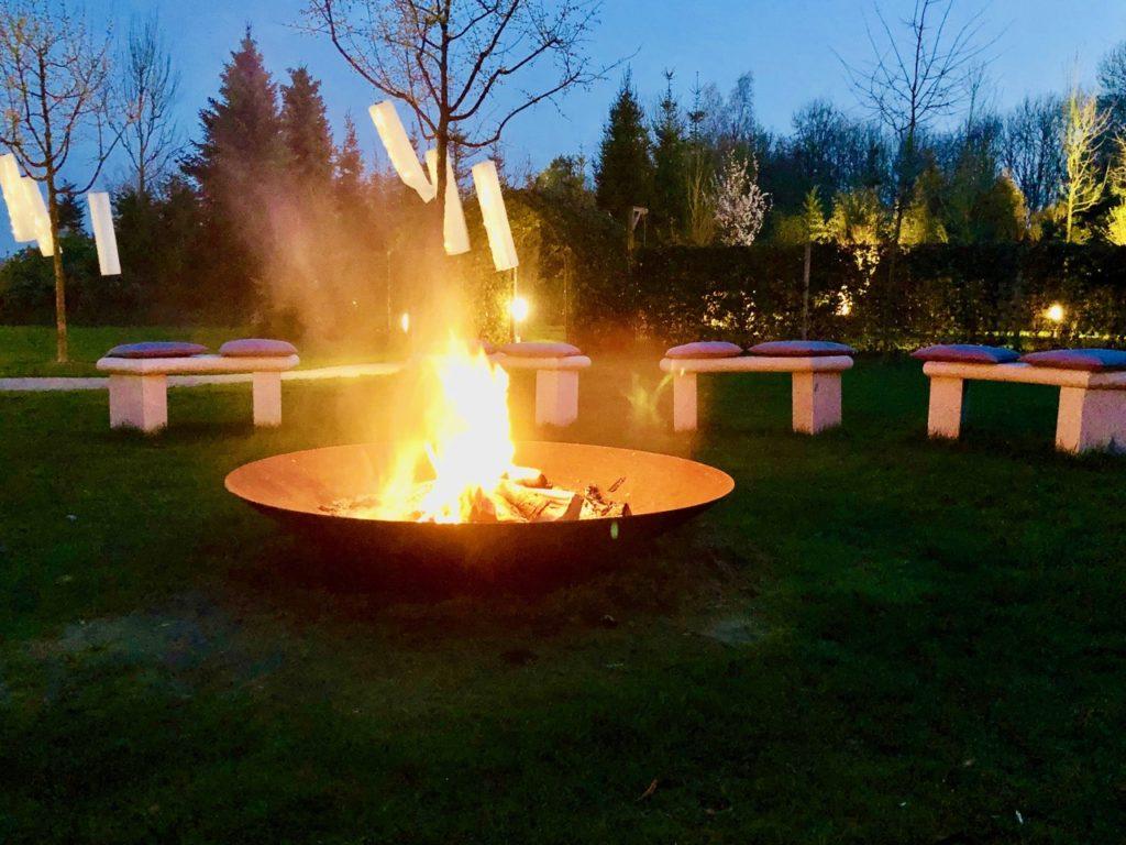 Thermen Bussloo Feuerschale am Zen-Garten