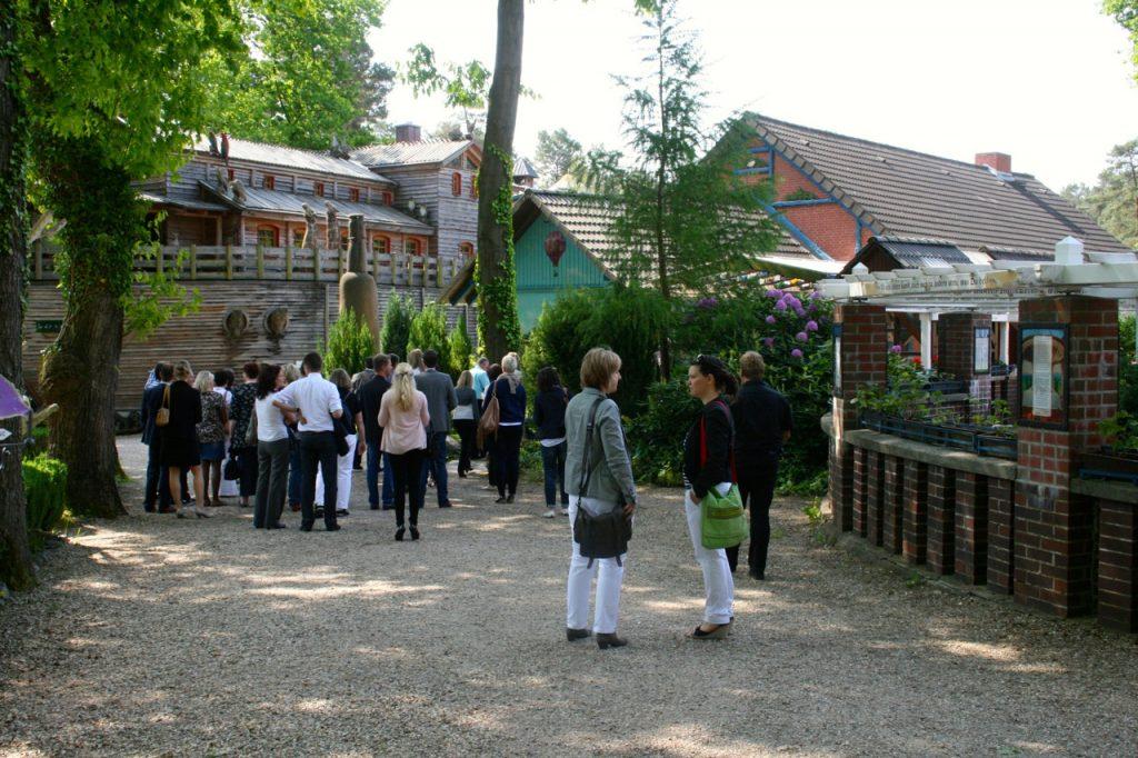 Veranstaltungsplaner und Eventmanager checken die Bispinger Heide