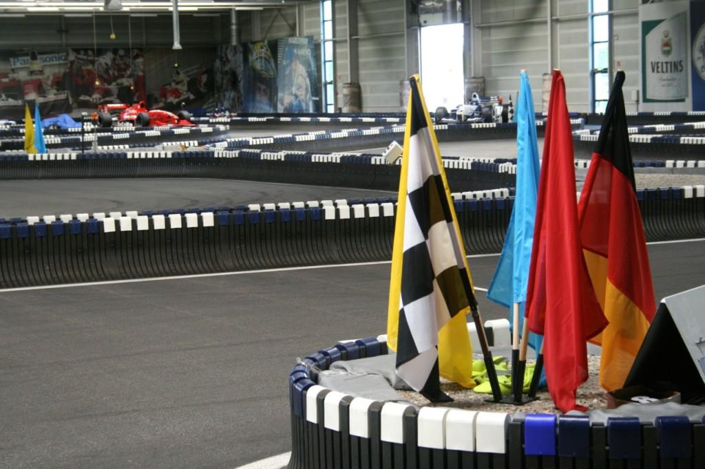 Besichtigung der Rennstrecke im Ralf Schumacher Kart & Bowl