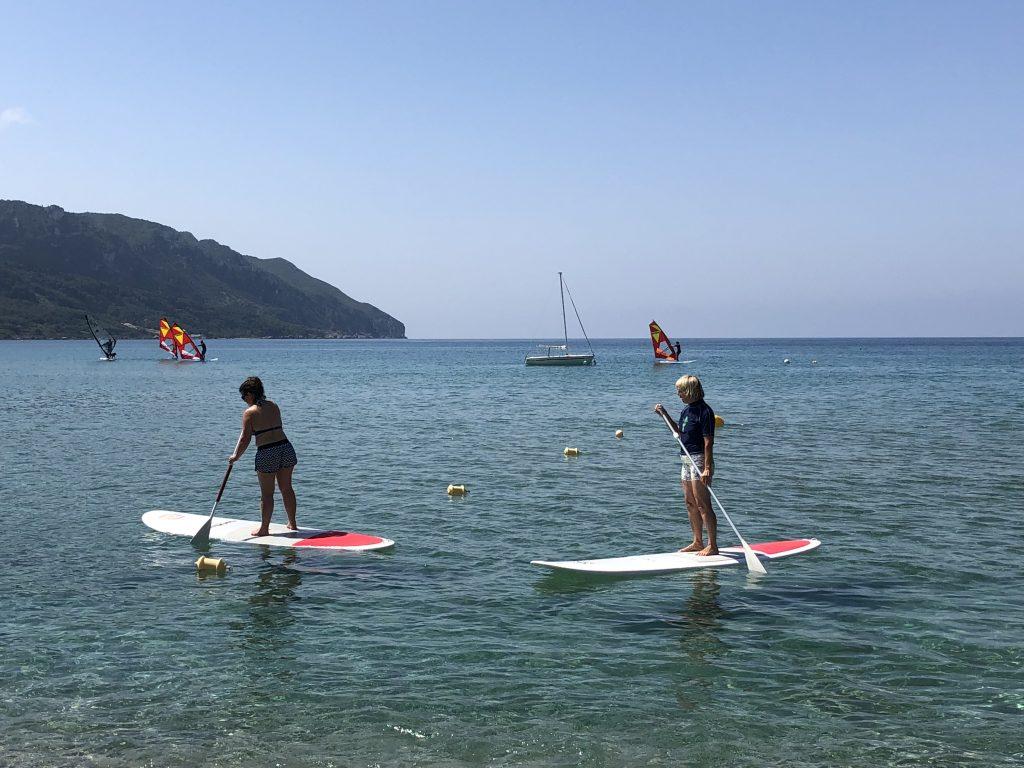 Stehpaddeln raus in die Korfu Bucht