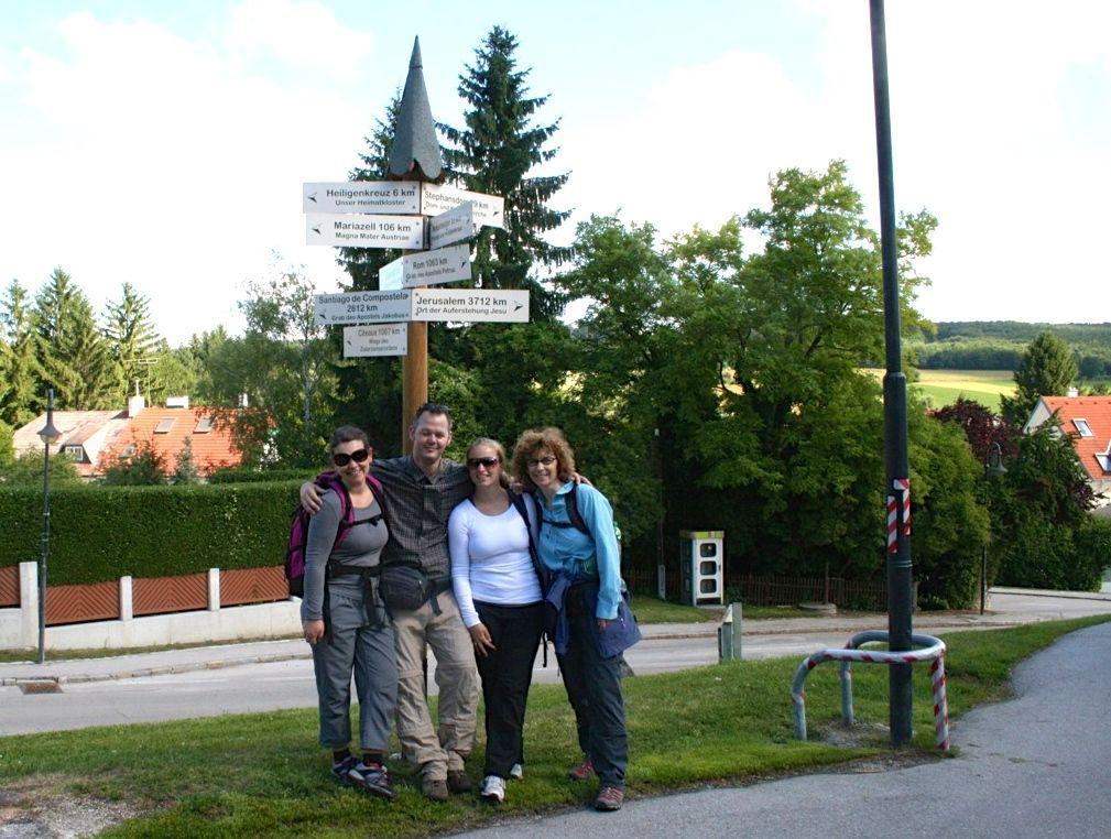 Gruppenfoto nach den ersten 10 Kilometern auf dem Via Sacra im Mostviertel