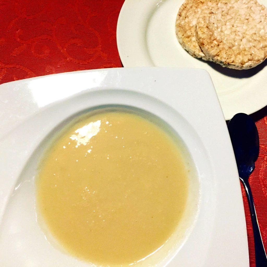 Abendessen Tag 2 - Selleriesuppe und 2 Reiswaffeln