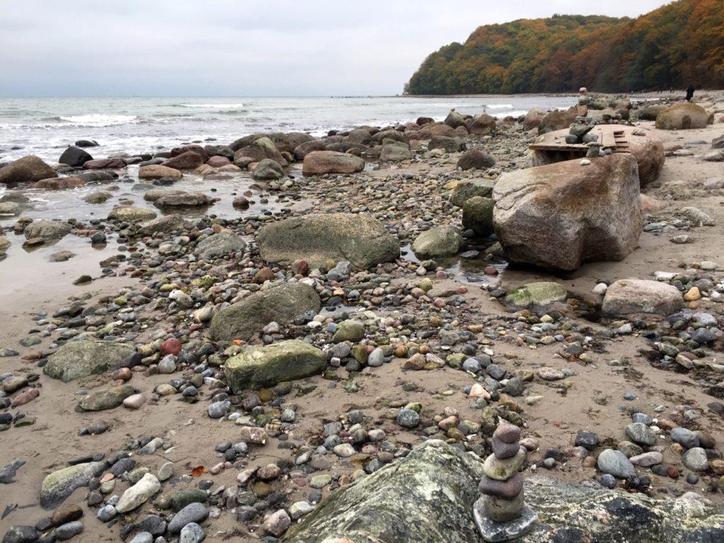 Steine suchen, anmalen und auslegen