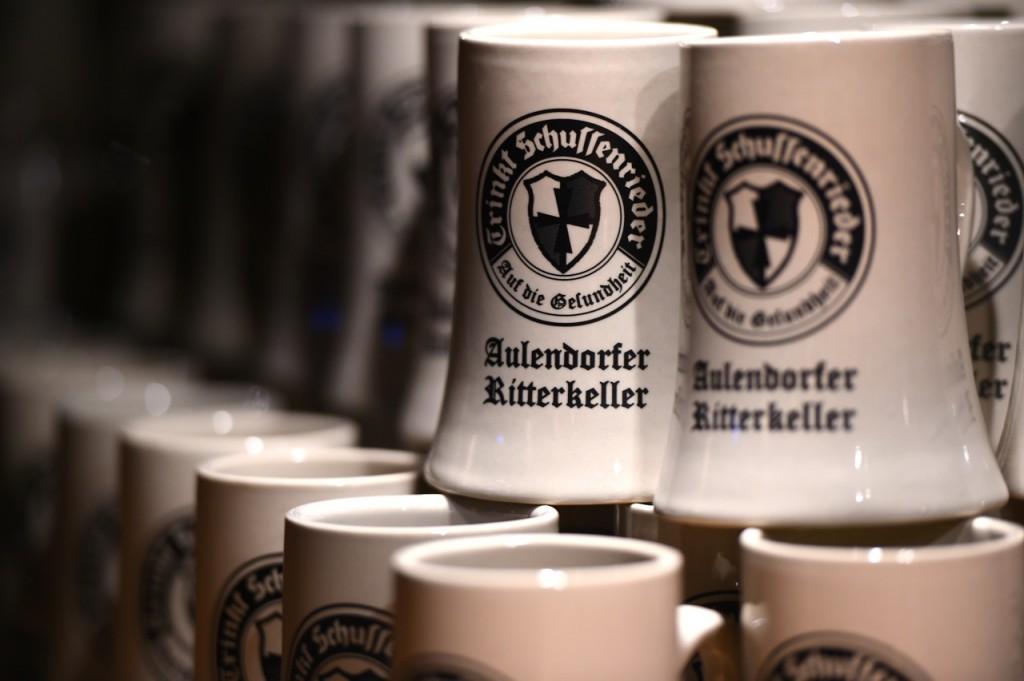 Massive Bierkrüge