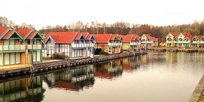 Blick auf das Hafendorf Rheinsberg am Rheinsberger See