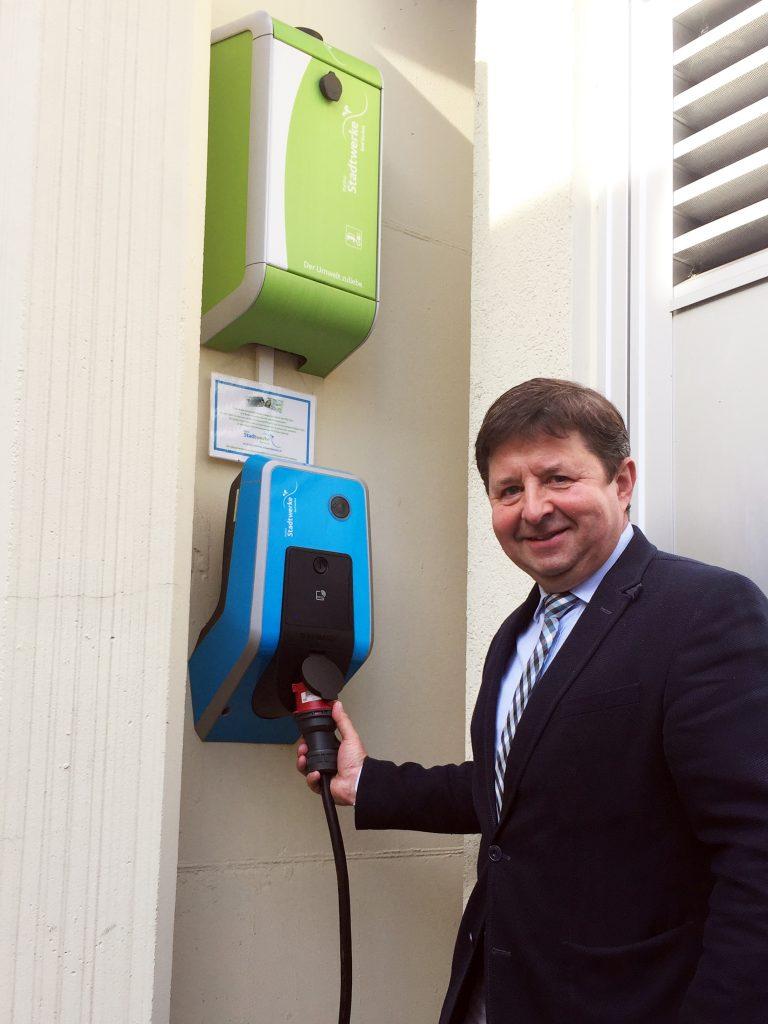 Romantischer Winkel Day Spa & Hotel - Josef Oelkers stellt neue E-Tankstelle vor