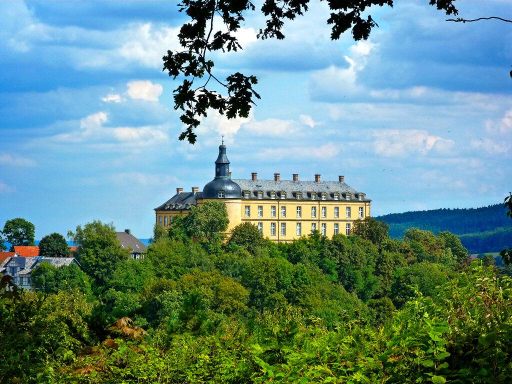 Schloss-Friedrichstein-Sommer-Foto_Archiv-Staatsbad-Bad-Wildungen