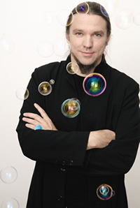 Portrait Künstler sha. - Quelle/Copyright: sha-art.com / sha. - Mehr Infos zur AlphaSphere und sha. mit Klick auf das Bild