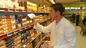 Kurz vor dem Ablauf des Mindesthaltbarkeitsdatums werden die Lebensmittel bereits aussortiert (Quelle: www.taste-the-waste.de)
